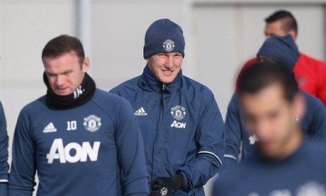 'Su tro lai cua Schweinsteiger la can thiet cho Man Utd' - Anh 1