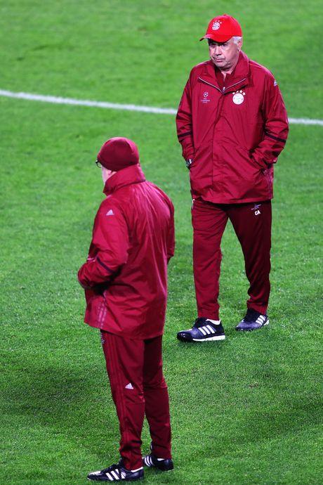 Tap luyen hang say, thay tro Ancelotti quyet tam ha guc PSV - Anh 1