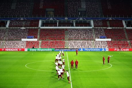 Tap luyen hang say, thay tro Ancelotti quyet tam ha guc PSV - Anh 5