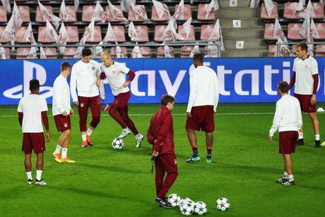 Tap luyen hang say, thay tro Ancelotti quyet tam ha guc PSV - Anh 9