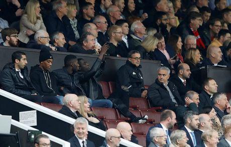 Diem tin hau truong 1/11: Doc tai nhu Mourinho; Sieu mau goc Thai tung anh 'nong' co vu thay tro Pep Guardiola - Anh 1