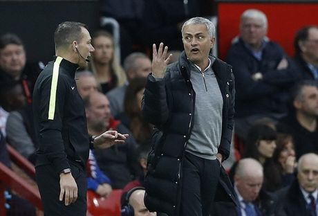 Nong: Chien Arsenal, Mourinho nguy co bi cam chi dao - Anh 1