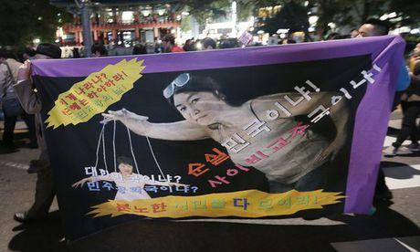Scandal cua Tong thong Han Quoc: Ba Choi Soon Sill bi bat giu, tiep tuc dieu tra - Anh 1