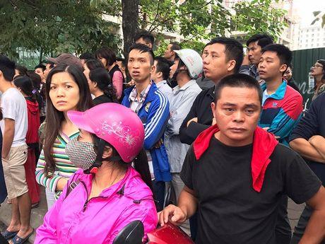Ha Noi: Chay lon tren pho Tran Thai Tong, 4 ngoi nha bi thieu rui - Anh 3