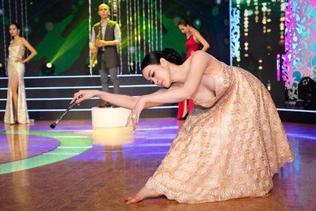 MC Thanh Mai mua quat va giu vi tri vedette cho bo suu tap Tang Thanh Cong - Anh 5