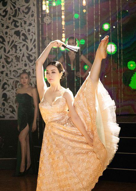 MC Thanh Mai mua quat va giu vi tri vedette cho bo suu tap Tang Thanh Cong - Anh 6