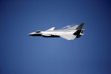 Trung Quoc trinh lang may bay tang hinh J-20 - Anh 1