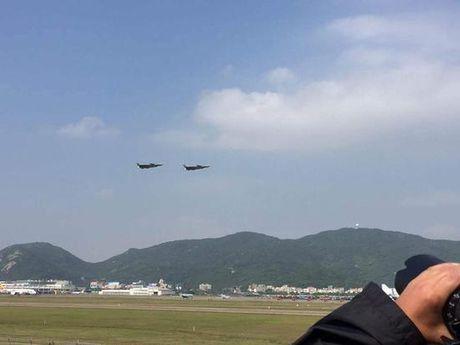 Trung Quoc trinh lang may bay tang hinh J-20 - Anh 4