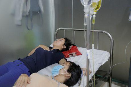 An chieu bi ngo doc, hang tram cong nhan nhap vien - Anh 2