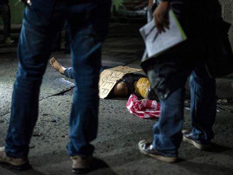 Tong thong Philippines Duterte doi mat voi cuoc chien sinh tu - Anh 2