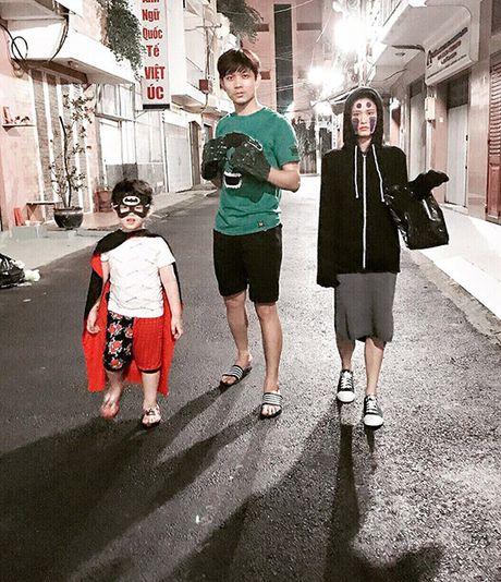 Sao Viet 1/11: Truong Quynh Anh cosplay 'co be Vo Dien', Hong Que diu dang ben con - Anh 1