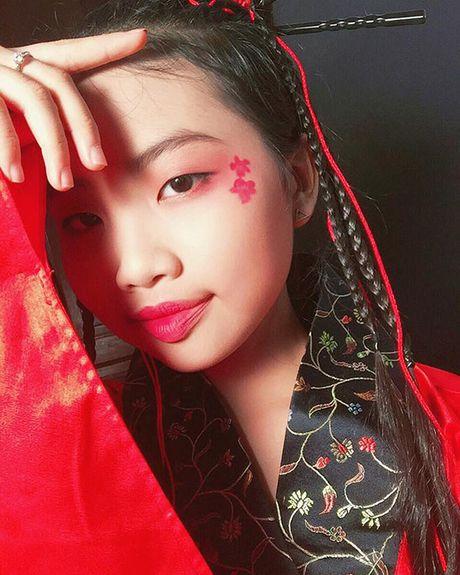 Sao Viet 1/11: Truong Quynh Anh cosplay 'co be Vo Dien', Hong Que diu dang ben con - Anh 4