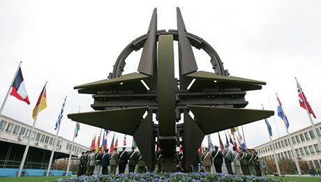 Bao Na Uy: NATO rao riet chuan bi cho cuoc chien voi Nga - Anh 1