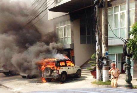 Nguyen nhan bat ngo vu o to boc chay truoc cua Cong an phuong - Anh 1