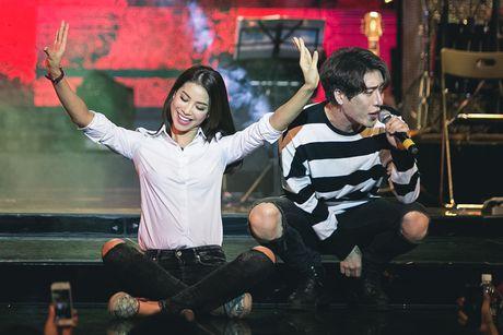 Pham Huong dep tung mi li met khi mix so mi trang - Anh 7