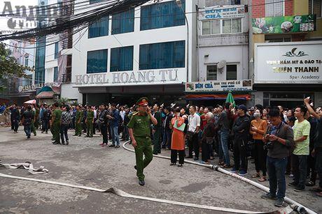 Chay du doi 3 can nha 7 tang tai pho Tran Thai Tong - Anh 17