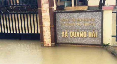 Lu chong lu: Quang Binh da co 1 nguoi chet, nuoc song tiep tuc len - Anh 1