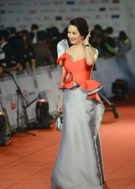 Angela Phuong Trinh sexy du Lien hoan phim quoc te Ha Noi - Anh 6