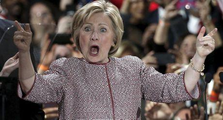Ung vien Clinton bi danh gia tieu cuc hon ong Trump ngay truoc them bau cu My - Anh 1