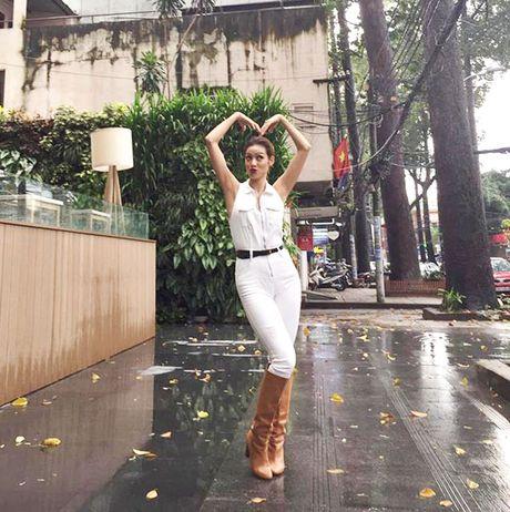 Minh Hang chat lu, Chung Huyen Thanh khoe chan dai sexy - Anh 15