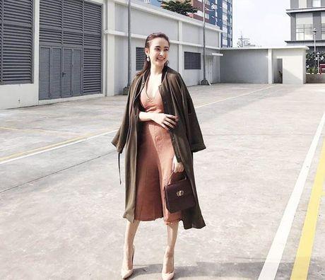 Minh Hang chat lu, Chung Huyen Thanh khoe chan dai sexy - Anh 6