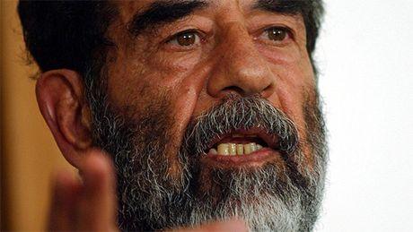 Nguoi dung bi tu choi hoan tra iPhone 7 do co ten giong Saddam Hussein - Anh 2