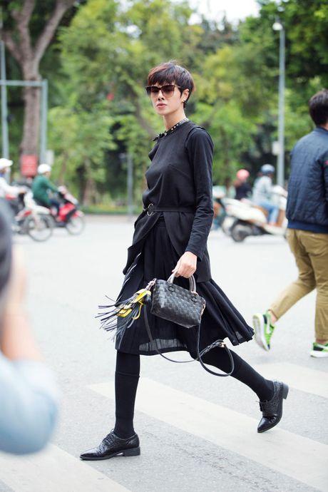 Sac den 'bao phu' ngay dau show thoi trang lon nhat Ha Noi - Anh 6