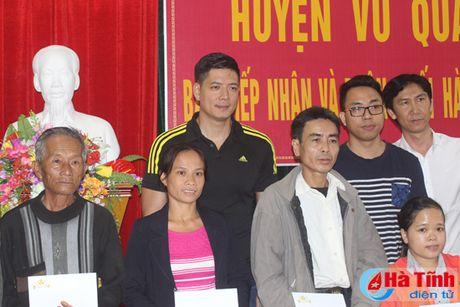 Dien vien Binh Minh chia se kho khan voi ba con vung lu Ha Tinh - Anh 1