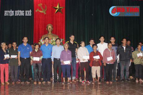 Dien vien Binh Minh chia se kho khan voi ba con vung lu Ha Tinh - Anh 2