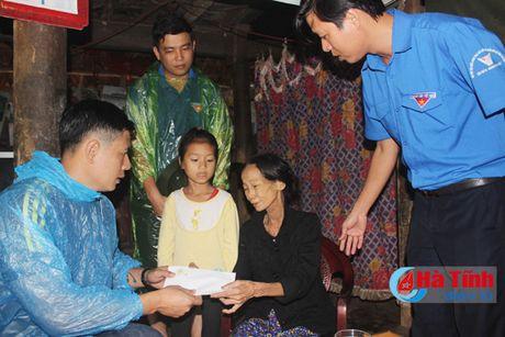 Dien vien Binh Minh chia se kho khan voi ba con vung lu Ha Tinh - Anh 3