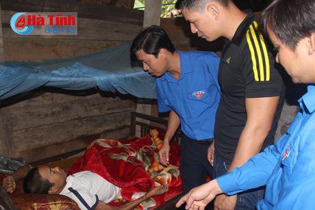 Dien vien Binh Minh chia se kho khan voi ba con vung lu Ha Tinh - Anh 4