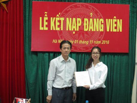 Chi bo Tap chi GTVT to chuc Le ket nap dang vien moi - Anh 3