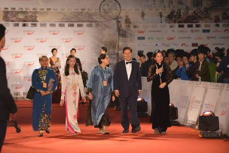 Top 3 Hoa hau dot chay tham do LHP Quoc te Ha Noi voi vay ao xuyen thau - Anh 9