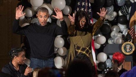 Vo chong Obama nhun nhay theo ca khuc Thriller dip Halloween - Anh 1
