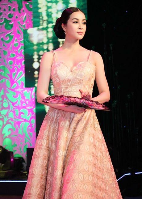 MC Thanh Mai lam vedette cho bo suu tap thoi trang cua NTK Tang Thanh Cong - Anh 1