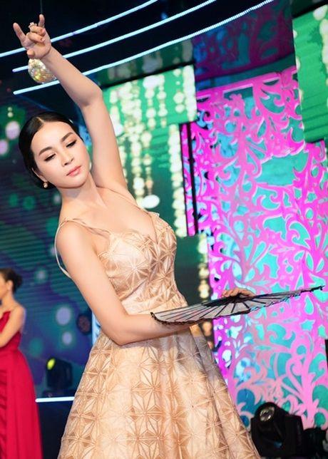 MC Thanh Mai lam vedette cho bo suu tap thoi trang cua NTK Tang Thanh Cong - Anh 5