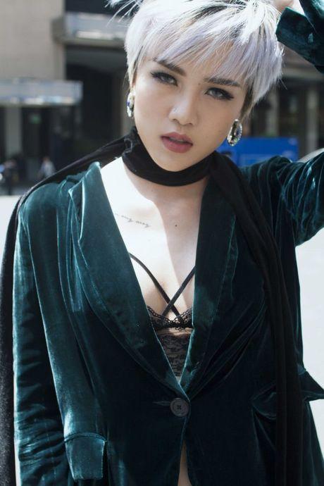Dong nay, chat lieu nhung len ngoi 'dep bat chap' voi moi style - Anh 5