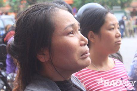 Chay day karaoke Tran Thai Tong: Nguoi dan cau nguyen cho nhung nan nhan bi mac ket - Anh 3