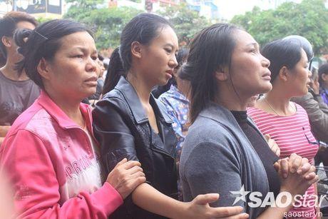 Chay day karaoke Tran Thai Tong: Nguoi dan cau nguyen cho nhung nan nhan bi mac ket - Anh 4