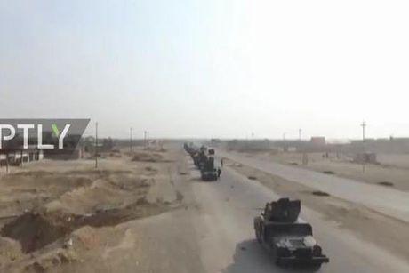 Can canh dan chien xa dong dao cua quan doi Iraq dang vay IS o Mosul - Anh 1