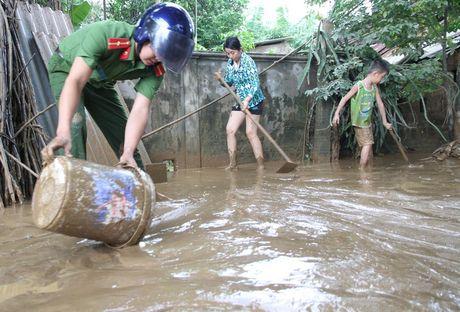 Quang Tri: Nuoc lu tai huyen Cam Lo da rut, mot nguoi mat tich - Anh 1