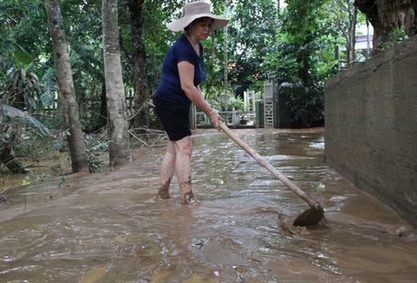 Quang Tri: Nuoc lu tai huyen Cam Lo da rut, mot nguoi mat tich - Anh 2