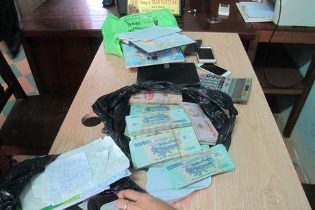 Da Nang: Pha duong day danh bac hang ngan USD - Anh 1