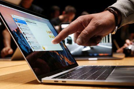 Apple am tham bo tieng chuong khoi dong tren mau may MacBook Pro moi - Anh 1