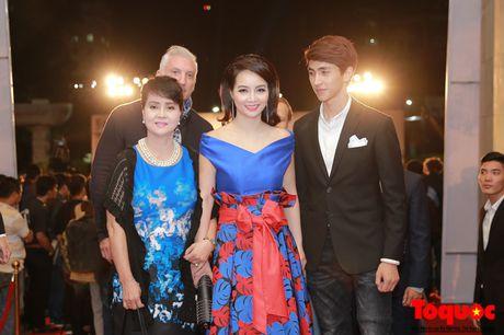 Hoa hau Do My Linh long lay cung dan sao viet tren tham do LHP Quoc te Ha Noi - Anh 2