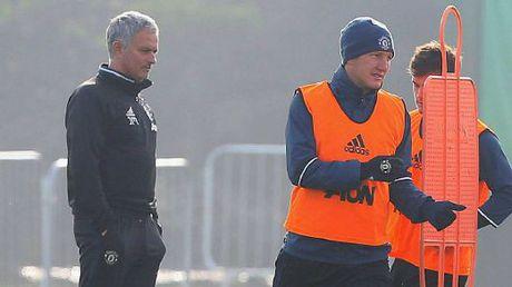 Mourinho cau cuu 'ke that sung' Schweinsteiger ? - Anh 1
