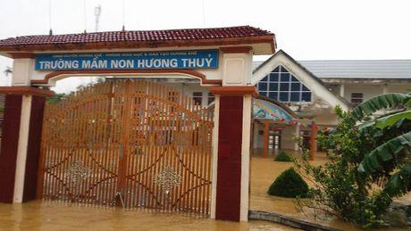 Chum anh: Nguoi dan Ha Tinh kho nhoc chay lu - Anh 12