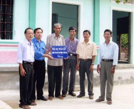 Phu Yen: Ban giao 6 nha Dai doan ket do Chu tich nuoc tang - Anh 1