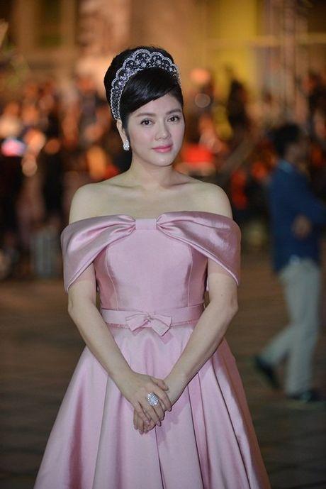 MC Minh Ha cong khai xuat hien cung Chi Nhan tren tham do - Anh 12