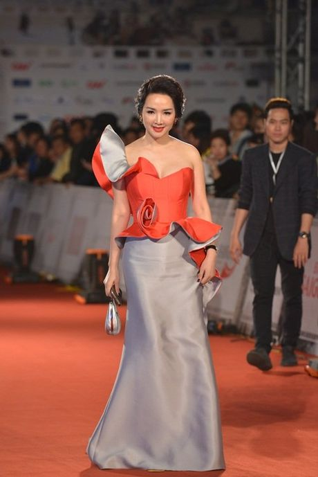 MC Minh Ha cong khai xuat hien cung Chi Nhan tren tham do - Anh 14
